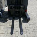 Minituur van Elektrische triplex reachtruck Linde 5.755mm / accu2016